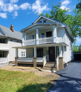 2 Bed – 1 Bath 1st-Floor Duplex Unit for Rent in Cleveland Heights!