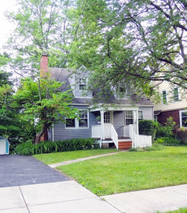3 Bed – 1.5 Bath Cape Cod for Rent in Bedford!