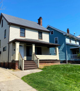 3 Bed – 1 Bath Colonial for Rent in Cleveland Heights!
