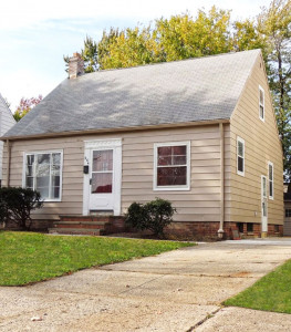 3 Bed – 1 Bath Cape Cod for Rent in Euclid!