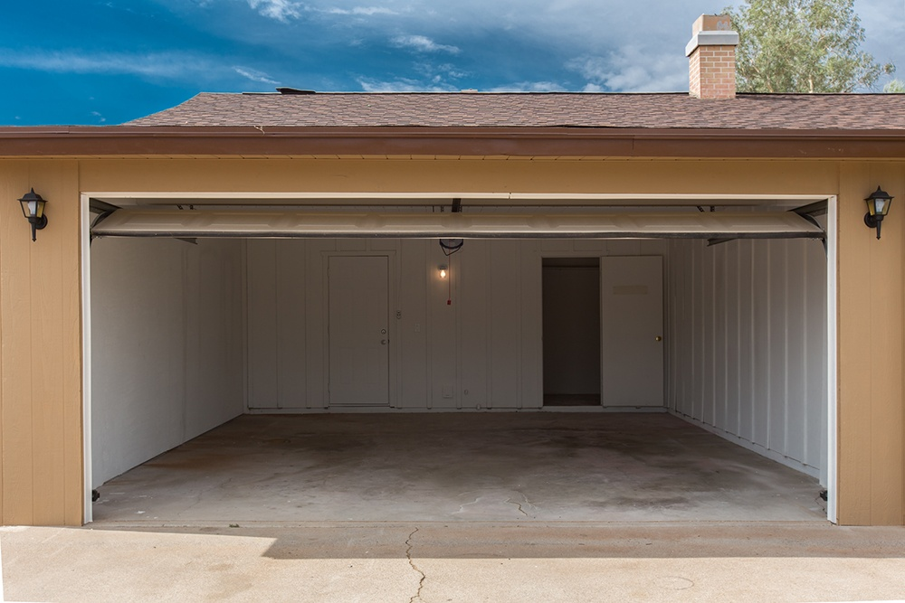 , Home Additions: How to Choose Between an Attached Garage or Detached Garage